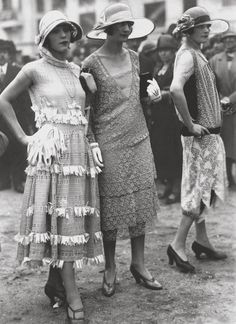 via castaroundlesmodes:Auteuil, 1925. Kittyinva: This is an interesting post, showing the transition from the to-the-ankle styles of Paris of 1922-24 to this, where the hem is coming up below the knee. This is summer, 1925.