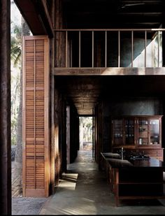 Palmyra House / Studio Mumbai: love the floors, the kitchen, the loft, the wall of louvered doors. Pretty much everything about this house. Architecture Design, Sustainable Architecture, Asian Architecture, Building Architecture, Estudio Mumbai, Palmyra, Home Studio, Studio Desk, Apartment Design