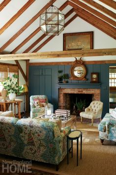 An Old Barn in Connecticut Becomes a Fresh, Contemporary Home – Blue and White Home New England Homes, New Homes, New England Kitchen, Connecticut, Cozy Bar, Small Barns, Small Barn Home, Fireplace Set, Dining Room Blue