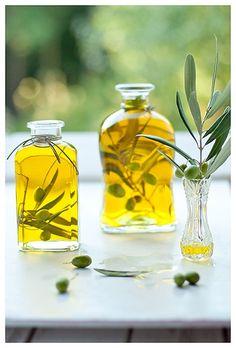 Olive Oil and olives …. Olives, Vacation Mood, Infused Oils, Agriculture Biologique, Liquid Gold, Olive Tree, Greek Recipes, Food Styling, Coconut Oil