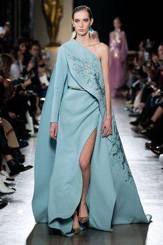 Elie Saab Frühjahr/Sommer 2019 Haute Couture - Fashion Shows Elie Saab Couture, Haute Couture Dresses, Haute Couture Fashion, Vestidos Fashion, Fashion Dresses, Runway Fashion, Fashion Show, Fashion Design, Best Gowns