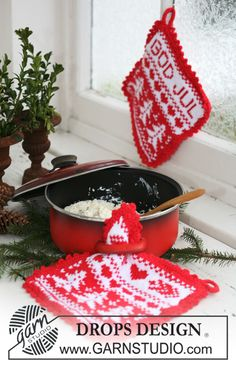 "God Jul - Knitted DROPS pot holders with Christmas pattern in ""Paris"". - Free pattern by DROPS Design Potholder Patterns, Knitting Patterns Free, Free Knitting, Free Pattern, Crochet Patterns, Drops Design, Noel Christmas, Christmas Makes, Drops Paris"