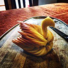 Staff Creativo a Caffè Duomo #cigno #fruit #creation #food #pomme