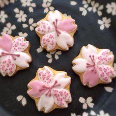 SnapDishに投稿されたsakuraさんの料理「ヒョウ柄の桜のアイシングクッキー (ID:PKrHCa)」です。「素敵」アイシングクッキー 桜 ヒョウ柄