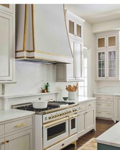 Kitchen Cabinet Colors, Kitchen Colors, Kitchen Cabinets, Cottage Kitchens, Home Kitchens, Kitchen Interior, Kitchen Decor, Kitchen Ideas, Kitchen Designs