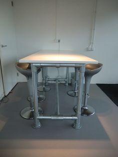 #Bureau gemaakt van onze 60,3 mm #buizen en #buiskoppelingen!  #doethetzelf #staal #kantoor #tafel