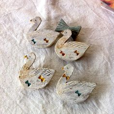 swan broach / made of potter's clay Ceramic Jewelry, Clay Jewelry, Resin Art, Clay Art, Spoon Ornaments, Salt Dough Crafts, Potters Clay, Ceramic Birds, Sartorialist