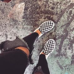 Got my vans on but they look like sneakers … Habe meine Vans an, aber sie sehen aus wie Turnschuhe Sock Shoes, Vans Shoes, Cute Shoes, Me Too Shoes, Shoes Sneakers, Sneakers Fashion, Mode Cool, Sneaker Outfits, Sneakers Mode