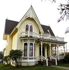 This beautiful house in Yamhill, Oregon was built in 1879. Lee Laughlin House corner view