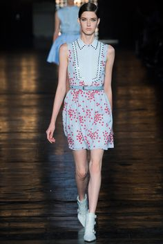 See all the Collection photos from Diesel Black Gold Spring/Summer 2015 Ready-To-Wear now on British Vogue 2015 Fashion Trends, Spring 2015 Fashion, 2015 Trends, Spring Summer 2015, Fei Fei Sun, Modest Fashion, High Fashion, Fashion Show, Fashion Design