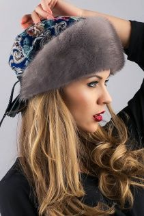 Iranian Women Fashion, Russian Fashion, Beret Outfit, Sewing Scarves, Ways To Wear A Scarf, Look 2018, Fancy Hats, Vintage Couture, Fascinator Hats
