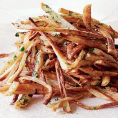 Garlic Fries Recipe Ingredients 3 cloves  garlic cloves (minced about 1 tablespoon)  2 tbsps  canola (olive oil)  3  russet potatoes (baking, peeled or scrubbed)  1/2 tsp  sea salt (coarse, taste)   cooking spray (canola or olive oil)  1 tbsp  flat leaf parsley (finely chopped fresh)