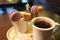 커피와 함께 제공되는 디저트