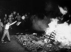 La AMIA y el Congreso Judío harán un acto para recordar la quema de libros de Berlín de 1933 - http://diariojudio.com/noticias/la-amia-y-el-congreso-judio-haran-un-acto-para-recordar-la-quema-de-libros-de-berlin-de-1933/174981/
