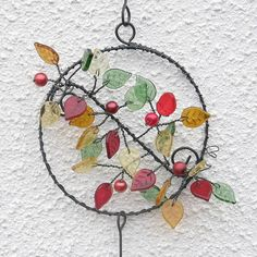 Koloběh života / Zboží prodejce kramářka | Fler.cz Wire Crafts, Diy And Crafts, Wire Wall Art, Wire Wreath, Beaded Ornaments, Beads And Wire, Recycled Crafts, How To Make Wreaths, Suncatchers