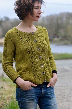 Womens Sweater Knitting Patterns Ravelry: Tabouli pattern by Carol Feller Sweater Knitting Patterns, Knit Patterns, Hand Knitting, Raglan, Knitting Projects, Knit Cardigan, Mantel, Ravelry, Knitwear