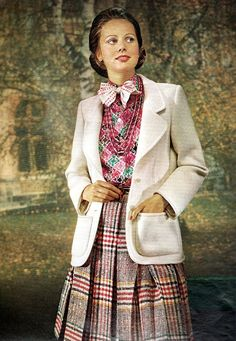 a3bef65d8e0 Easy to see the 1970s fashion trend was so colorful. Especially for dresses  such as