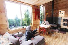 Tim-and-Hannahs-Tiny-Home-Interior-600x400.jpg (600×400)