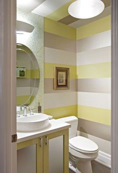 Powder room panache ! Wallpaper yellow in the bathroom !