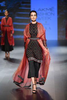 Soumodeep Dutta at Lakmé Fashion Week 2018 Lakme Fashion Week, India Fashion, Ethnic Fashion, Fashion Wear, Fashion Outfits, Pakistani Dress Design, Pakistani Dresses, Indian Dresses, Indian Outfits