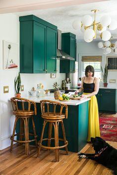 Jessica Brigham is living her best life in her glamorously g Eclectic Kitchen, New Kitchen, Kitchen Dining, Kitchen Decor, Dark Green Kitchen, Kitchen Walls, Kitchen Backsplash, Kitchen Countertops, Kitchen Island