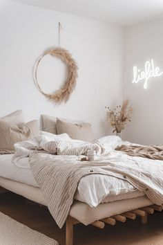 home photography ELLE interior amp; Dream Bedroom, Home Bedroom, Master Bedrooms, Decor Room, Bedroom Decor, Bedroom Signs, Decorating Bedrooms, Bedroom Furniture, Aesthetic Room Decor