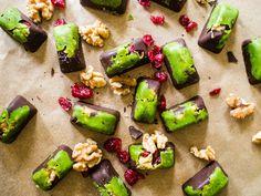 Holiday Matcha Dark Chocolate Bites | Matcha Reviews
