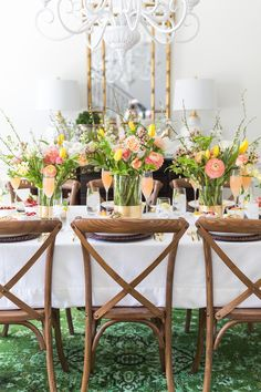 Celebrate Mom and all she does for your family with a gorgeous foral themed Mother's Day Brunch complete with floral touches throughout!