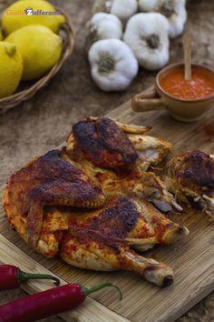 Il #POLLO PIRI PIRI è una #ricetta di carne tipica della cucina portoghese che grazie all'aggiunta di paprika e peperoncino rende la #ricetta molto piccante. Qui la ricetta #GialloZafferano: http://ricette.giallozafferano.it/Pollo-piri-piri.html #Portogallo