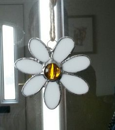 Stained glass daisy by Glass Gifts Garioch