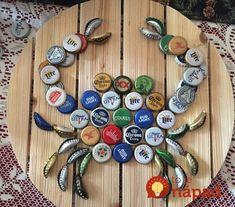 Táto žena už mesiace nevyhadzuje vrchnáky z fliaš: Keď uvidíte tie výtvory, nevyhodíte už ani jeden! Beer Cap Crafts, Cork Crafts, Shell Crafts, Craft Beer, Diy Crafts, Beer Cap Art, Beer Bottle Caps, Bottle Cap Art, Bottle Stopper