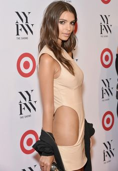 Welcome To CartGuide. : Celebrity news: Photos:Emily Ratajkowski goes without her panties to party!