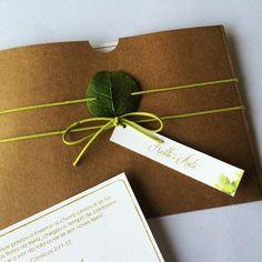 Casamento Juliana e Fernando- Convite | Cereja Design Gift Wrapping, Gifts, Design, Custom Stencils, Wedding Invitation, Invitations, Day Planners, Paper Wrapping, Presents