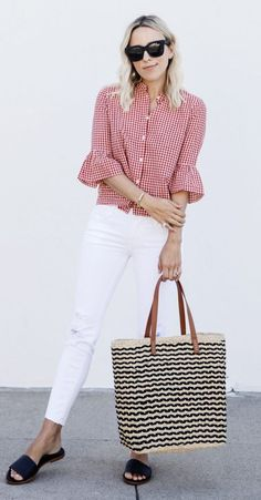 How to wear red jeans casual white shirts ideas Casual Work Outfits, Work Casual, Jean Outfits, Fashion Outfits, Red Jeans Outfit, Red And White Outfits, Look Jean, Summer Outfits Women, White Shirts