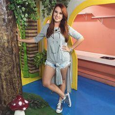 Look de hoje: blusa e tênis @primark  shorts @niinasecretsstore e panturrilhas by @santinasesaradas (foca na panturrilha hahahah)
