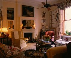 In an archive story from we look back at Graydon and Cynthia Carter's life with their four children in one of New York's most venerable apartment buildings. Round Wood Dining Table, Graydon Carter, Leather Club Chairs, Buy Chair, Bedroom Ceiling, Eclectic Style, Luxury Apartments, Modern Room, Ground Floor