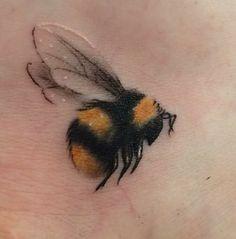 Honigbienen Tattoo, Tattoos And Body Art buy tattoo designs Mini Tattoos, Flower Tattoos, Body Art Tattoos, Small Tattoos, Bee And Flower Tattoo, Tatoos, Faith Tattoos, Arrow Tattoos, Paisley Tattoos