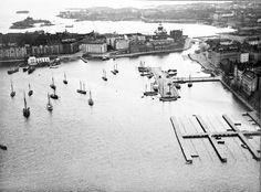 Pohjoissatama. taustalla Katajanokka. Rosenberg Harald 1924. Helsingin kaupunginmuseo - vedos, paperi. paperi pahvi, mv - Finna