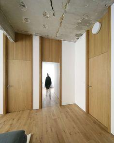 Refurbishment Of An Office Into A Dwelling In Bilbao - Picture gallery Door Design Interior, Interior, Windows And Doors, Stylish Doors, Doors Interior, Interior Door Colors, House Interior, Hotel Door, Oak Doors