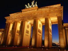 Brandenburg Gate at Dusk Berlin Germany 800x600 600x450 100 Most Famous Landmarks Around the World