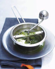 Soupe de céleri et châtaignes pour 4 personnes - Recettes Elle à Table