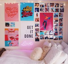 Teen Bedroom Ideas – Develop a space full of personal expression, inspired by these teen room concepts. Whether child or girl, infiltrate and also locate a style that fits. Source by Cute Room Ideas, Cute Room Decor, Teen Room Decor, Dorm Room Art, Room Wall Decor, Bed Room, Photowall Ideas, Dorm Tapestry, Aesthetic Room Decor