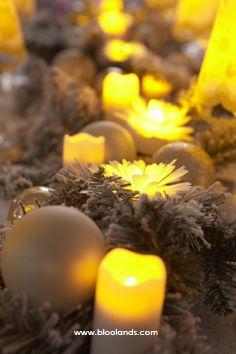Des chandelles led, des cierges en cire, des fleurs lumineuses... il y en a pour tous les goûts ! Bougie Led, Decoration Table, Artisan, Taper Candles, Christmas Tabletop, Surfboard Wax, Craftsman