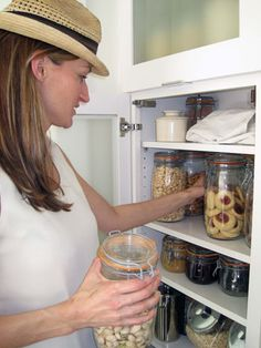 Minimalist pantry. Simple, clean, effective.     http://earth911.com/news/2011/04/13/zero-waste-johnson-family/