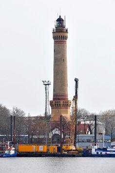 Ein erster Leuchtturm in Swinemünde soll der von Schinkel entworfene Turm am Ende der Ostmole gewesen sein.