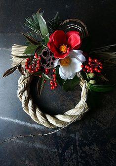 本日、cross×lab さんへお正月飾りを納品しました。ミニお飾りは3点作りました。こちらは椿の花のみフェイクです。ドライの素材を使ったアイボリーなしめ... New Years Decorations, Flower Decorations, Christmas Decorations, Holiday Decor, Handmade Christmas, Christmas Diy, Japanese Christmas, Oriental Flowers, Plant Design