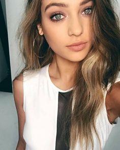 Magdalena Zalejska (@saintapolonia)   Twitter Beautiful Young Lady, Beautiful Person, Beautiful Women, Anastasia, Elite Model, Scarlett Leithold, Homo, Tumblr Girls, Cool Eyes