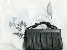 Laukkumuotia 1960-luvulta #käsilaukut #handbag #fashion Gym Bag, Handbags, Fashion, Moda, Totes, Fashion Styles, Duffle Bags, Hand Bags, Fashion Illustrations