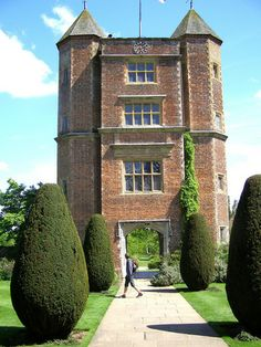 Famous for its gardens, especially the White Garden. former home of writer Vita Sackville-West and her husband Harold Nicolson. Vita Sackville West, Great Places, Beautiful Places, Beautiful Castles, Sissinghurst Garden, English Castles, Kent England, Tower House, Gate House