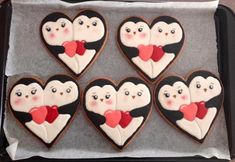 Hi Mimmi 💌🐈penguin ❤ heart cookies Valentine's Day Sugar Cookies, Fancy Cookies, Iced Cookies, Cute Cookies, Birthday Cookies, Cookies Et Biscuits, Holiday Cookies, Heart Cookies, Heart Cookie Cutter